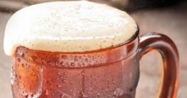 Root Beer in einem deutschen Bierglas